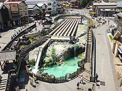 草津町のシンボル・湯畑